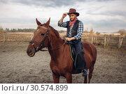 Купить «Cowboy riding a horse on a ranch, western», фото № 30574899, снято 20 октября 2018 г. (c) Tryapitsyn Sergiy / Фотобанк Лори