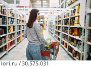 Woman with cart in alcohol drinks department. Стоковое фото, фотограф Tryapitsyn Sergiy / Фотобанк Лори