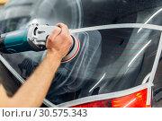 Купить «Worker removes the track from wiper blade on car», фото № 30575343, снято 5 ноября 2018 г. (c) Tryapitsyn Sergiy / Фотобанк Лори