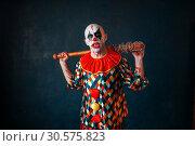 Купить «Crazy bloody clown with baseball bat», фото № 30575823, снято 7 декабря 2018 г. (c) Tryapitsyn Sergiy / Фотобанк Лори