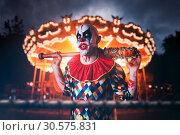 Купить «Crazy clown with baseball bat in amusement park», фото № 30575831, снято 7 декабря 2018 г. (c) Tryapitsyn Sergiy / Фотобанк Лори