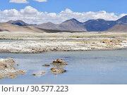 Купить «Великие озера Тибета, озеро Рулдан (Нак) на Тибетском нагорье летом. Китай», фото № 30577223, снято 11 июня 2018 г. (c) Овчинникова Ирина / Фотобанк Лори