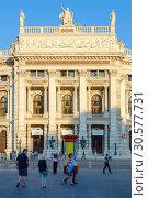 Бургтеатр, Вена, Австрия (2018 год). Редакционное фото, фотограф Ольга Коцюба / Фотобанк Лори