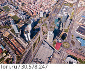 Aerial view of Gran Via, Plaza de Europa, convention center of Fira de Barcelona (2019 год). Редакционное фото, фотограф Яков Филимонов / Фотобанк Лори