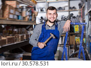 Positive male worker showing his working tools. Стоковое фото, фотограф Яков Филимонов / Фотобанк Лори