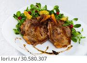 Купить «Pork chop, salad with avocado and berries», фото № 30580307, снято 25 апреля 2019 г. (c) Яков Филимонов / Фотобанк Лори
