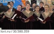 Купить «Performance of choir with director», видеоролик № 30580359, снято 22 декабря 2017 г. (c) Данил Руденко / Фотобанк Лори