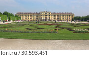 Купить «Вид на дворец Шёнбрунн солнечным  днем. Вена, Австрия», видеоролик № 30593451, снято 28 апреля 2018 г. (c) Виктор Карасев / Фотобанк Лори