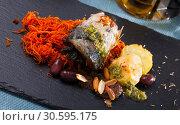 Купить «Appetizing mackerel roll with carrots and lard», фото № 30595175, снято 19 июля 2019 г. (c) Яков Филимонов / Фотобанк Лори
