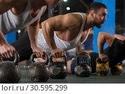Купить «Group of Athletic Men Training Push Ups in Gym», фото № 30595299, снято 3 февраля 2019 г. (c) Pavel Biryukov / Фотобанк Лори