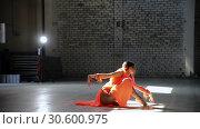Купить «Young beautiful woman ballerina dancing in the pointe shoes and performing tricks. Performing a front flip», видеоролик № 30600975, снято 27 мая 2020 г. (c) Константин Шишкин / Фотобанк Лори