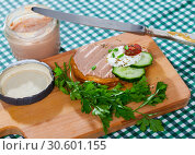 Купить «Toasted bread with rillettes and fresh cheese on wooden board», фото № 30601155, снято 25 мая 2019 г. (c) Яков Филимонов / Фотобанк Лори