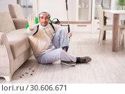 Купить «Pest control contractor working in the flat», фото № 30606671, снято 12 ноября 2018 г. (c) Elnur / Фотобанк Лори