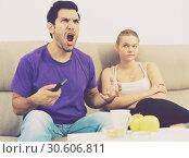 Woman offended on husband, keen on watching TV. Стоковое фото, фотограф Яков Филимонов / Фотобанк Лори