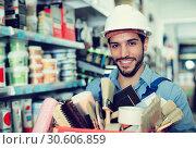 Купить «foreman holding basket with tools», фото № 30606859, снято 13 сентября 2017 г. (c) Яков Филимонов / Фотобанк Лори