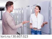 Купить «friendly assistant in the shop sell a fridge to customer», фото № 30607023, снято 22 ноября 2019 г. (c) Яков Филимонов / Фотобанк Лори