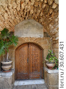 Купить «Ancient door. Tel Aviv. Israel», фото № 30607431, снято 5 апреля 2019 г. (c) Знаменский Олег / Фотобанк Лори