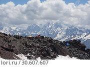 Лагерь на южном склоне Эльбруса (2016 год). Стоковое фото, фотограф Дмитрий Кондратьев / Фотобанк Лори