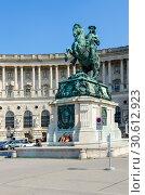 Памятник принцу Евгению Савойскому возле дворца Хофбург, Вена, Австрия (2018 год). Редакционное фото, фотограф Ольга Коцюба / Фотобанк Лори