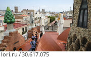 Купить «Magical rooftop of Palau Guell with chimneys and central spire designed by architect Antoni Gaudi», видеоролик № 30617075, снято 2 сентября 2018 г. (c) Яков Филимонов / Фотобанк Лори