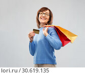 Купить «senior woman with shopping bags and credit card», фото № 30619135, снято 8 февраля 2019 г. (c) Syda Productions / Фотобанк Лори