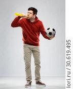 Купить «football fan with soccer ball blowing horn», фото № 30619495, снято 3 февраля 2019 г. (c) Syda Productions / Фотобанк Лори