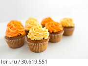Купить «cupcakes with frosting on white background», фото № 30619551, снято 6 июля 2018 г. (c) Syda Productions / Фотобанк Лори