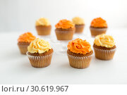 Купить «cupcakes with frosting on white background», фото № 30619967, снято 6 июля 2018 г. (c) Syda Productions / Фотобанк Лори