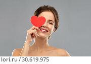 Купить «beautiful smiling woman holding red heart», фото № 30619975, снято 20 января 2019 г. (c) Syda Productions / Фотобанк Лори