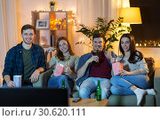 Купить «friends with beer and popcorn watching tv at home», фото № 30620111, снято 22 декабря 2018 г. (c) Syda Productions / Фотобанк Лори