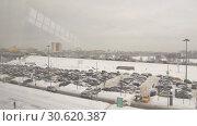 Moscow ring road winter. Cars are moving very dense stream. (2018 год). Стоковое видео, видеограф Андрей Радченко / Фотобанк Лори