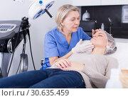 Купить «Cosmetologist consulting young woman», фото № 30635459, снято 16 марта 2018 г. (c) Яков Филимонов / Фотобанк Лори
