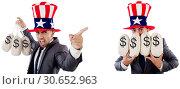 Купить «Man with american hat with moneybags», фото № 30652963, снято 17 июня 2019 г. (c) Elnur / Фотобанк Лори