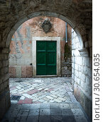 Closed door seen through arch, Kotor, Bay of Kotor, Montenegro. Стоковое фото, фотограф Keith Levit / Ingram Publishing / Фотобанк Лори