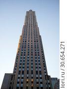 Low angle view of skyline, Rockefeller Center, Midtown Manhattan, New York City, New York State, USA (2016 год). Стоковое фото, фотограф Keith Levit / Ingram Publishing / Фотобанк Лори