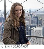 Купить «Portrait of a young woman smiling, Empire State Building, Midtown Manhattan, New York City, New York State, USA», фото № 30654631, снято 29 января 2020 г. (c) Ingram Publishing / Фотобанк Лори