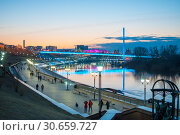 Купить «Tyumen, Russia, on April 19, 2019: A spring high water on the embankment in Tyumen in the evening», фото № 30659727, снято 19 апреля 2019 г. (c) Землянникова Вероника / Фотобанк Лори