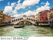 Купить «View of the Grand canal and the Rialto bridge. Venice, Italy», фото № 30664227, снято 15 апреля 2017 г. (c) Наталья Волкова / Фотобанк Лори