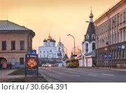 Купить «Площадь Ленина во Пскове Lenin Square  in Pskov», фото № 30664391, снято 4 мая 2013 г. (c) Baturina Yuliya / Фотобанк Лори