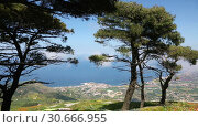 Купить «Amazing spring landscape of Sicilian nature with clouds passing by trees», видеоролик № 30666955, снято 29 апреля 2019 г. (c) Алексей Кузнецов / Фотобанк Лори