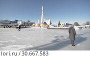 "Купить «Ice skating rink ""Rocket"" in the amusement park VDNH. People skate», видеоролик № 30667583, снято 16 февраля 2019 г. (c) Андрей Радченко / Фотобанк Лори"