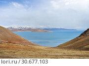 Купить «Китай, Тибетское плато, высокогорное озеро Керинг летом в пасмурный день», фото № 30677103, снято 7 июня 2018 г. (c) Овчинникова Ирина / Фотобанк Лори