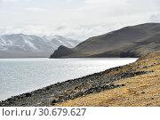 Купить «Китай, Тибетское плато, высокогорное озеро Керинг в прохладный летний день», фото № 30679627, снято 7 июня 2018 г. (c) Овчинникова Ирина / Фотобанк Лори