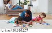 Купить «father with little daughters drawing at home», видеоролик № 30686207, снято 8 апреля 2019 г. (c) Syda Productions / Фотобанк Лори