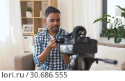 Купить «male blogger with vr glasses videoblogging at home», видеоролик № 30686555, снято 26 апреля 2019 г. (c) Syda Productions / Фотобанк Лори