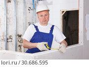 Builder measuring drywall construction. Стоковое фото, фотограф Яков Филимонов / Фотобанк Лори