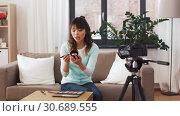 Купить «female beauty blogger making video about make up», видеоролик № 30689555, снято 25 апреля 2019 г. (c) Syda Productions / Фотобанк Лори