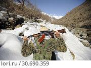 Купить «AFGHANISTAN Panjshir Valley -- 05 Mar 2009 -- A Mujahadeen Guard armed with an AK47 assault rifle walks with US soldiers of the Afghanistan Panjshir Provincial...», фото № 30690359, снято 24 июня 2019 г. (c) age Fotostock / Фотобанк Лори