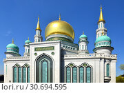 Купить «Moscow Cathedral Mosque, main mosque of Moscow, located on Olimpiysky Avenue in Russia», фото № 30694595, снято 1 мая 2019 г. (c) Валерия Попова / Фотобанк Лори