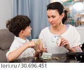 Купить «Woman giving money to son», фото № 30696451, снято 28 марта 2019 г. (c) Яков Филимонов / Фотобанк Лори